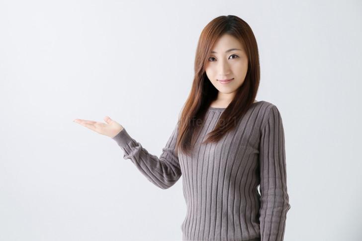 紹介する女性1
