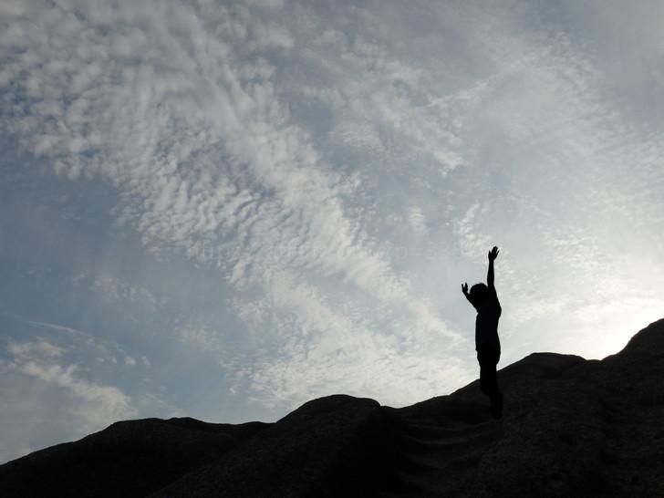 頂点に立つ女性