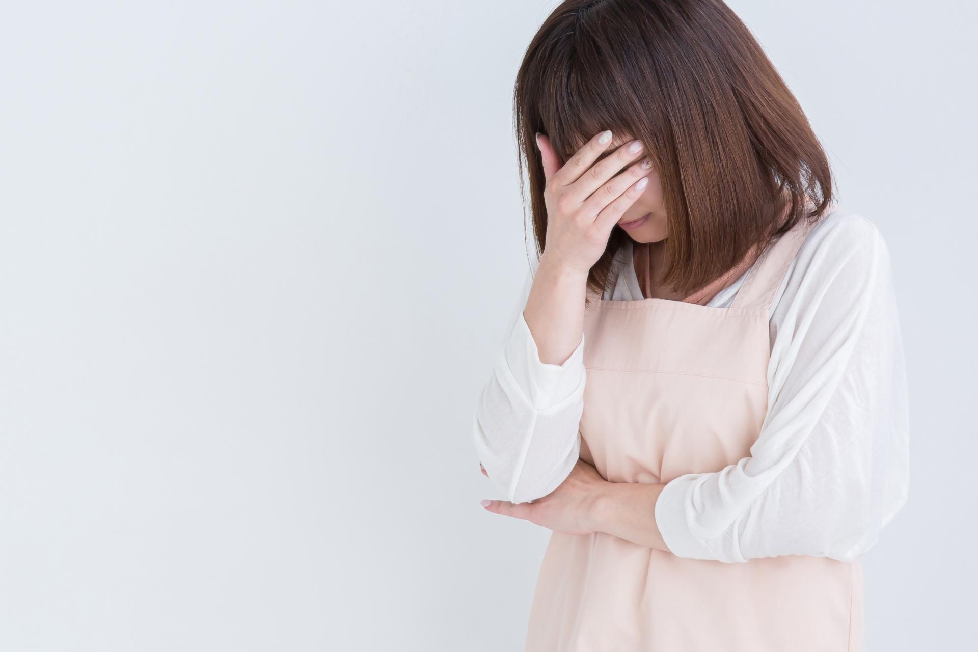 失敗を嘆く女性